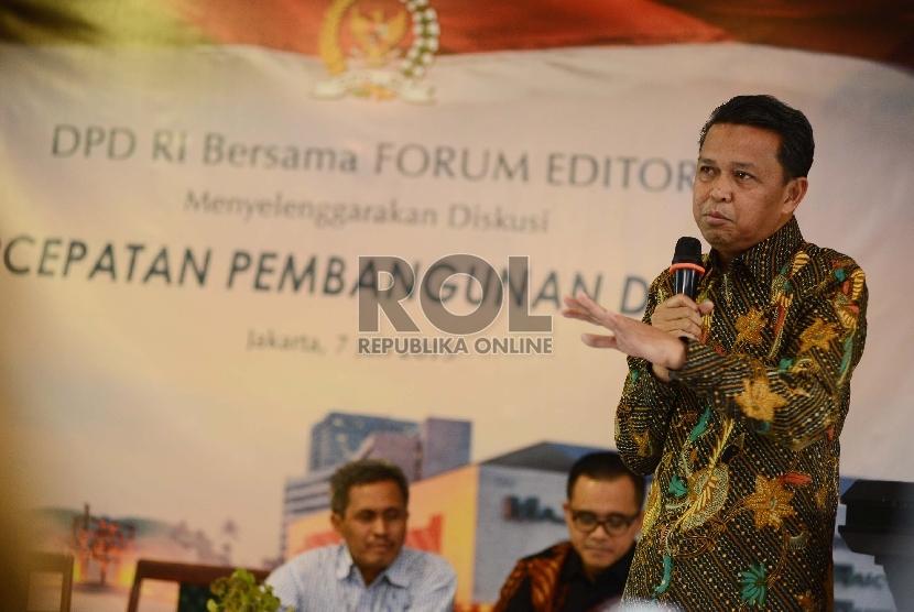 Bupati Bantaeng Nurdin Abdullah memaparkan penhjelasannya dalam diskusi yang bertemakan