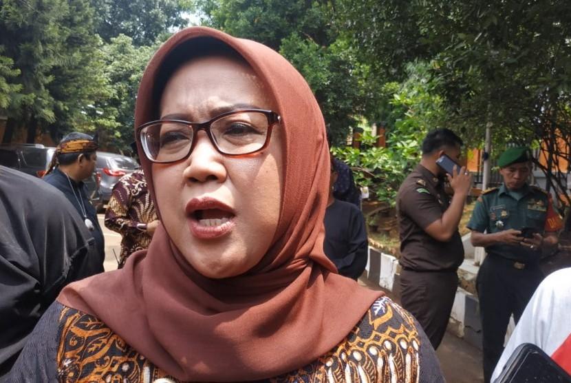 Bupati Bogor Ade Munawaroh Yasin saat diwawancarai wartawan di Kabupaten Bogor, Kamis (19/12).