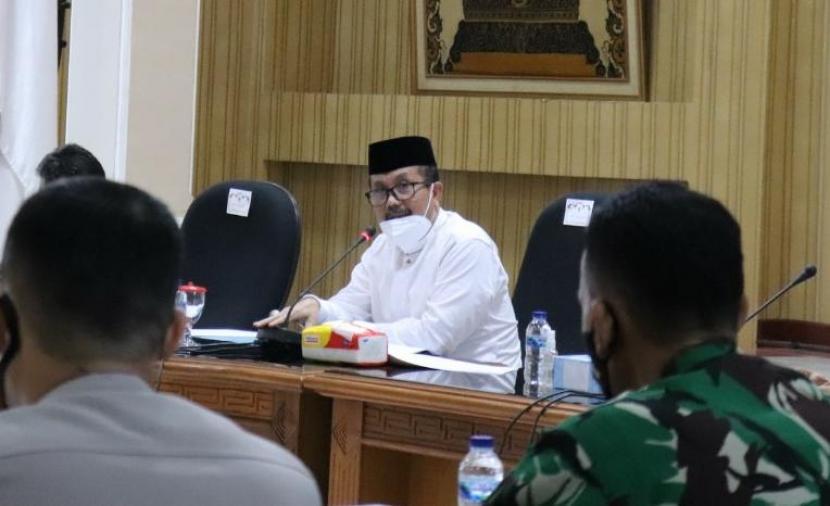 Bupati Cirebon, Imron Rosyadi menilai pelaksanaan PPKM (Pemberlakuan Pembatasan Kegiatan Masyarakat) di Kabupaten Cirebon efektif menurunkan laju kasus Covid-19.