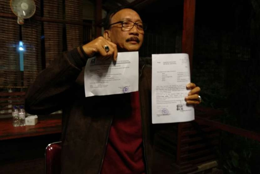 Bupati Pesisir Selatan, Sumatra Barat, Hendrajoni menyatakan mundur dari posisinya sebagai Ketua DPD PAN setelah secara terbuka mendukung pasangan capres-cawapres Jokowi-Ma'ruf.