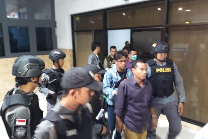 Bupati Purbalingga Tasdi akan dibawa ke Jakarta menggunakan KA Gajayana yg berangkat dari stasiun Purwokerto
