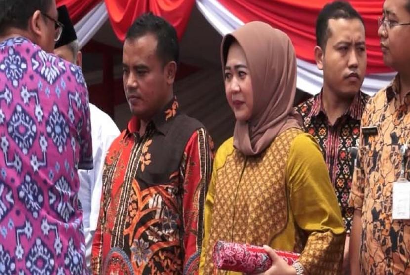 Dyah Hayuning Pratiwi (kanan).