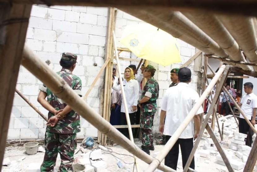 Bupati Serang, Ratu Tatu Chasanah, meninjau pembangunan dan rehabilitasi rumah tidak layak huni (ilustrasi)