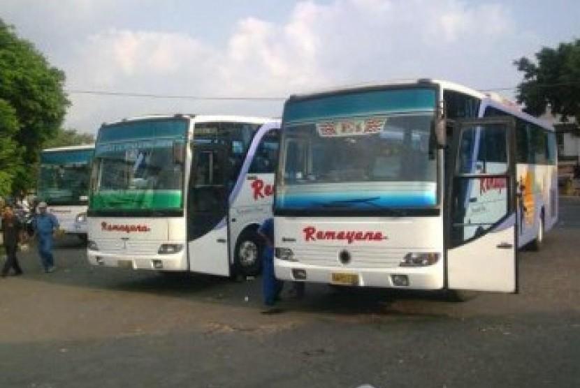 Bus dan armada angkutan lain di terminal Magelang siap melayani pemudik.