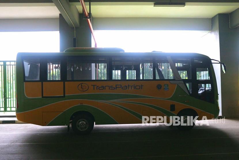 Bus Trans Patriot yang berada di Stadion Patriot Candrabhaga Kota Bekasi saat ini masih belum beroperasi karena belum adanya operator pengelola. Pemkot Bekasi masih melakukan lelang perusahaan untuk menjadi operator.