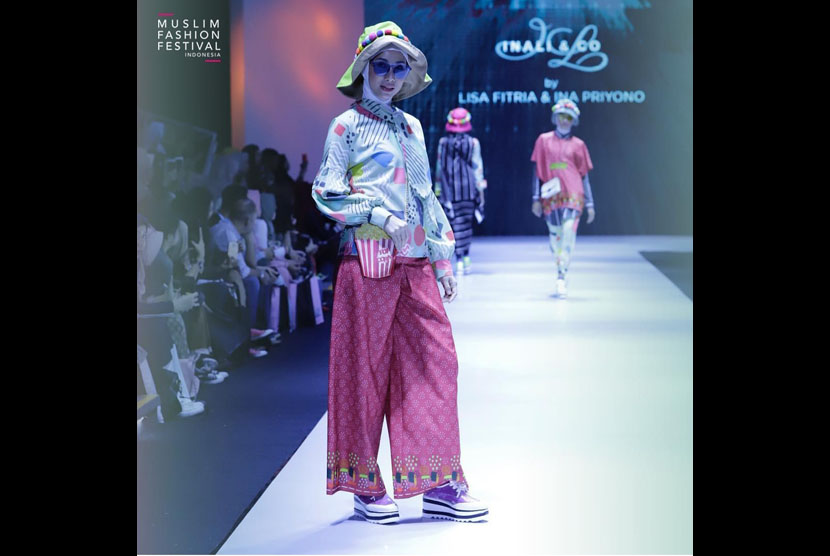 Inaly.co Muslim Clothing, collaboration of designer Lisa Fitria and Ina Priyono, at the Muslim Fashion Festival (Muffest) 2019 at JCC Senayan, Central Jakarta.