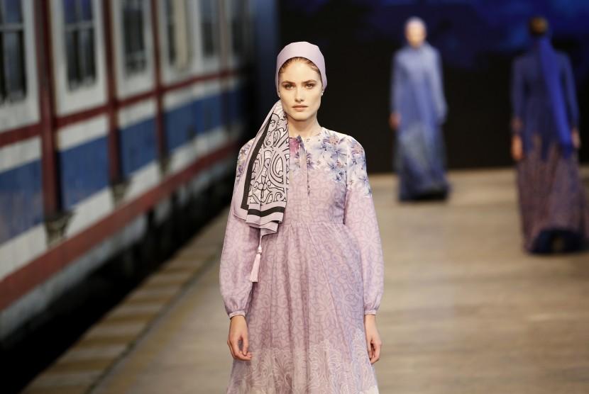 Busana yang sopan atau modest fashion kini tak hanya menjadi busana Muslimah, melainkan juga merambah ke banyak kalangan.