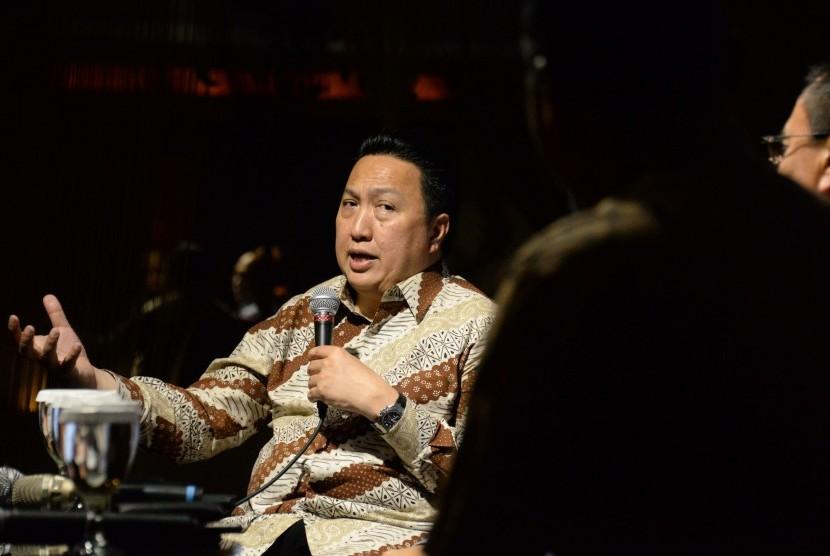 Cafe CEO.  Presiden Direktur PT Adaro Energy Tbk Garibaldi Thohir memberikan paparan saat menjadi narasumber pada acara Cafe CEO Republika, Jakarta, Jumat (22/3). Diskusi santai tersebut mengambil tema