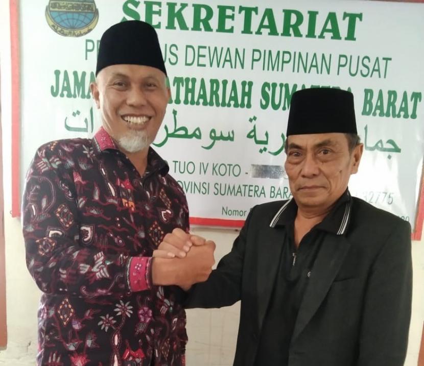 Cagub Sumatra Barat nomor urut 4 Mahyeldi A bersilaturahim dengan Ketua Jamaah Asyatahiriyah Tengku Mudo Ismet Ismail , Agam, Sumbar.