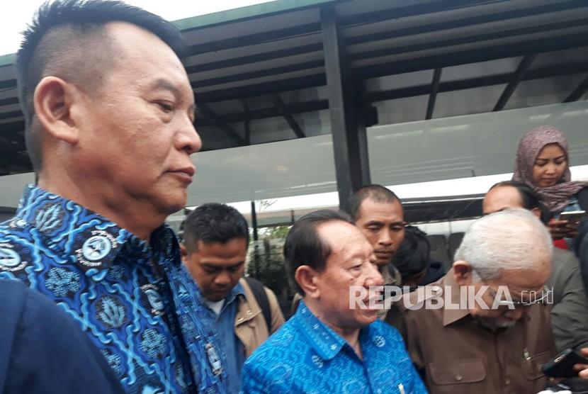 Cagub yang diusung PDIP, TB Hasanuddin minta doa restu untuk maju ke Pilgub Jabar kepada Sesepuh Paguyuban Pasundan, Senin (8/1).