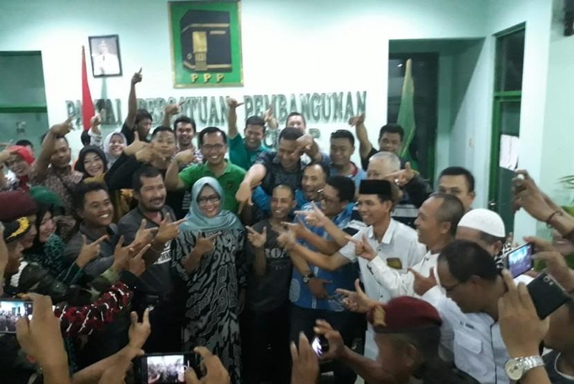 Calon Bupati Bogor, Ade Yasin (tengah)