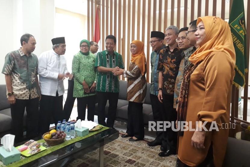 Calon Gubernur Jawa Timur Khofifah Indar Parawansa mendatangi kantor DPP PPP, Jakarta, Senin (9/7).