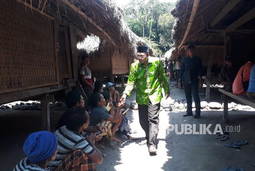 Calon Gubernur NTB Zulkieflimansyah menyambangi Kampung Adat Sembagek di Kecamatan Bayan, Lombok Utara, Senin (9/4).