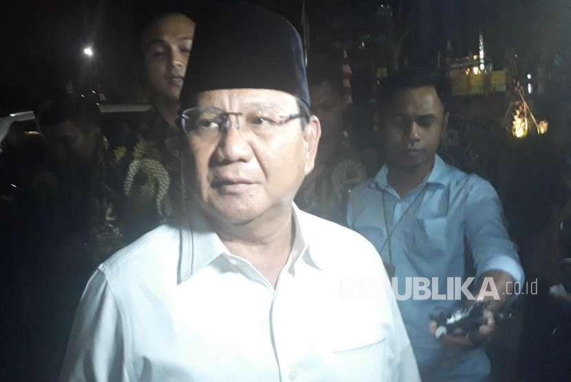 Calon Presiden 2019, Prabowo Subianto silaturrahim ke Kantor PP Muhammadiyah, Menteng, Jakarta Pusat, Senin (13/8) malam ba'da Isya'.