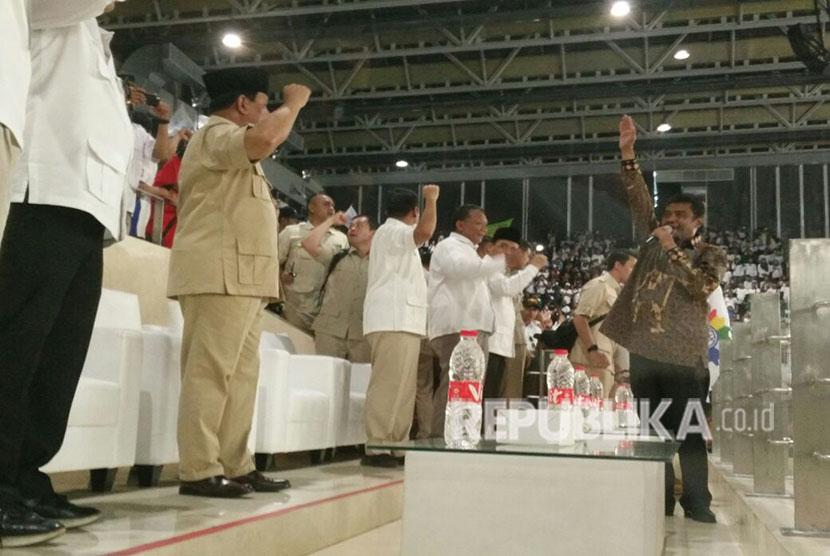 Calon Presiden dari Partai Gerindra Prabowo Subianto menghadiri rangkaian acara buruh KSPI, May Day di Istora Senayan, Selasa (1/5)