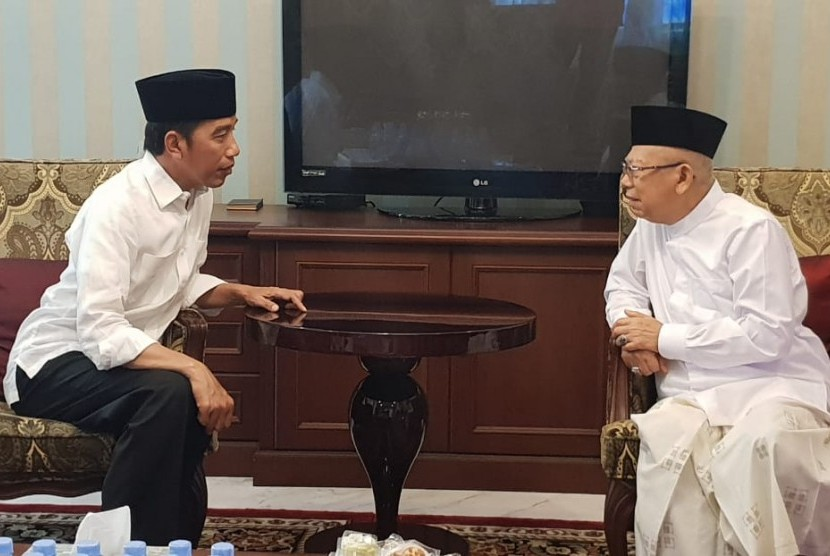 Calon Presiden Joko Widodo mengunjungi kediaman KH. Ma'ruf Amin di jalan situbondo, Jumat (28/12).