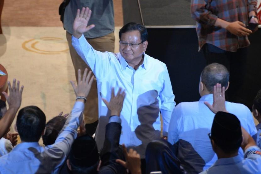 Calon presiden nomor urut 02 Prabowo Subianto (tengah) menghadiri acara silahturahmi Aliansi Pengusaha Nasional, di Djakarta Theater, Jakarta, Kamis (21/3/2019).
