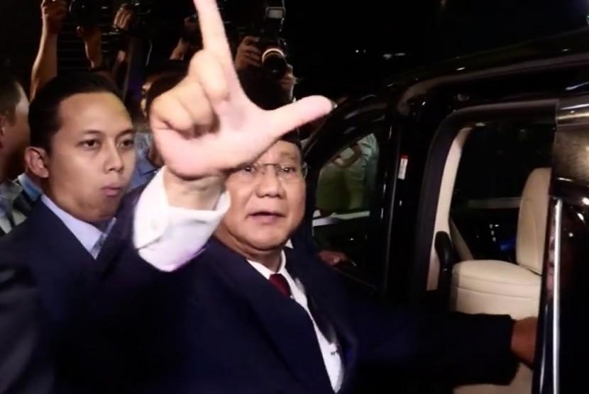 Calon Presiden Prabowo Subianto (kanan)
