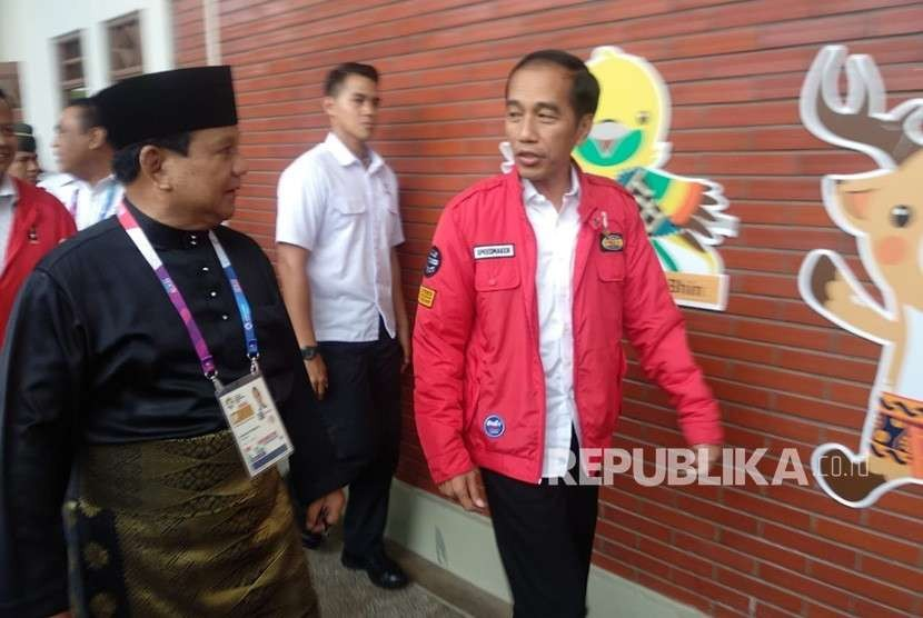 Chairman of Indonesian Pencak Silat Association Prabowo Subianto welcomes President Joko Widodo (Jokowi) at Padepokan Pencak Silat Taman Mini Indonesia (TMII) to watch final round of pencak silat event at Asian Games 2018, Wednesday (Aug 29). The two figures will compete in 2019 presidential election.