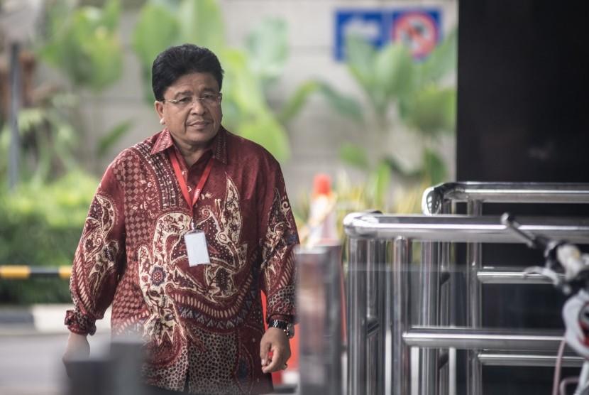 Calon Rektor Universitas Islam Negeri (UIN) Ar Raniry Banda Aceh, Warul Walidin bersiap menjalani pemeriksaan di Gedung KPK, Jakarta, Senin (17/6/2019).
