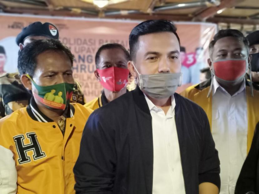 Calon Wakil Bupati Bandung nomor urut 3, Sahrul Gunawan dalam deklarasi dukungan Partai Hanura, di Soreang, Kabupaten Bandung, Rabu (4/11).