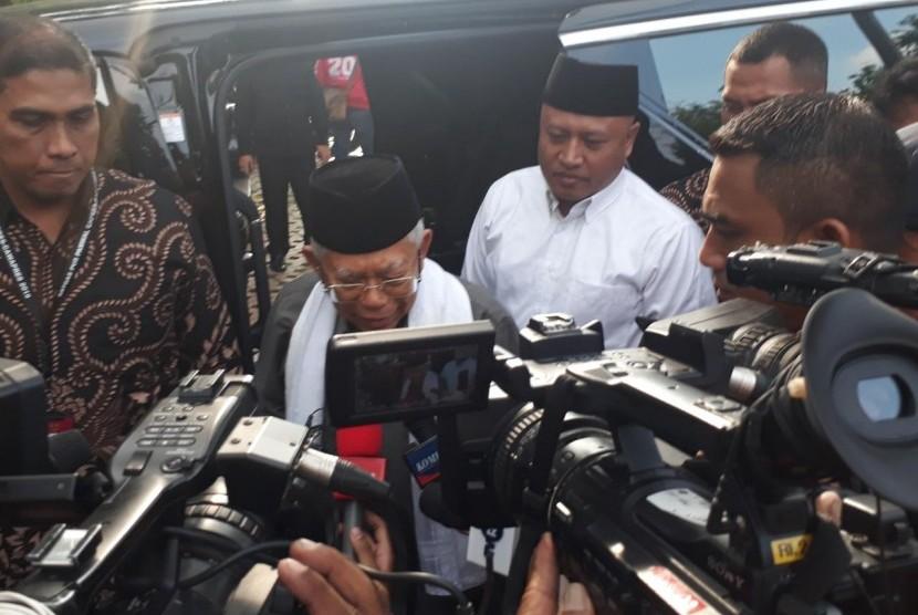 Calon Wakil Preiden (Cawapres) nomor urut 01, KH. Ma'ruf Amin saat akan melakukan pertemuan dengan pasangan politiknya, Joko Widodo (Jokowi) dan sejumlah petinggi partai di Restoran Plataran Menteng, Jakarta Pusat, Kamis (18/4) sore.