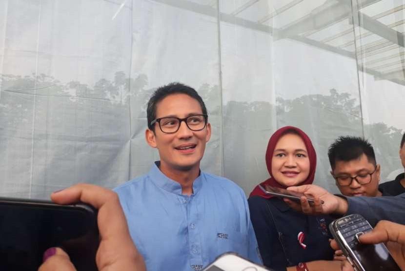 Calon Wakil Presiden (Cawapres) dari Koalisi Partai Gerindra Sandiaga Salahuddin Uno menghadiri pembukaan Jakarta Great Sale di Belpark Mall, Jalan Tb Simatupang, Jakarta Selatan, Ahad (12/8).