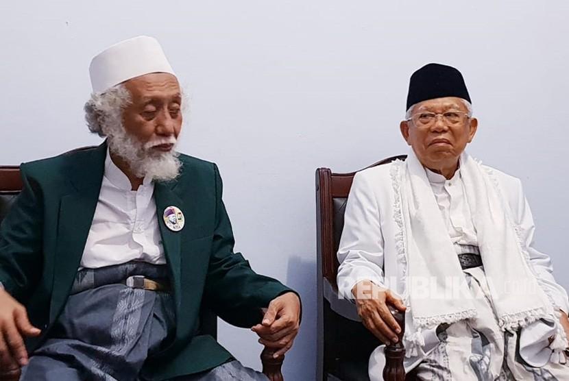 Calon Wakil Presiden (Cawapres) nomor urut 01, KH. Ma'ruf  Amin saat menghadiri acara Silaturrahmi Ulama Banten yang digelar di  kediaman Abuya Ahmad Muhtadi bin Dimyathi al-Bantani di Cidahu, Pandeglang,  Banten, Ahad (3/3) sore.