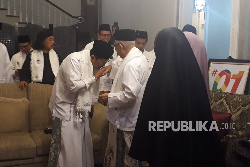 Calon Wakil Presiden nomor urut 01, KH. Ma'ruf Amin saat  menerima kunjungan silaturrahim para dai media di kediamannya, Jalan  Situbondo, Menteng, Jakarta Pusat, Senin (31/12) sore.