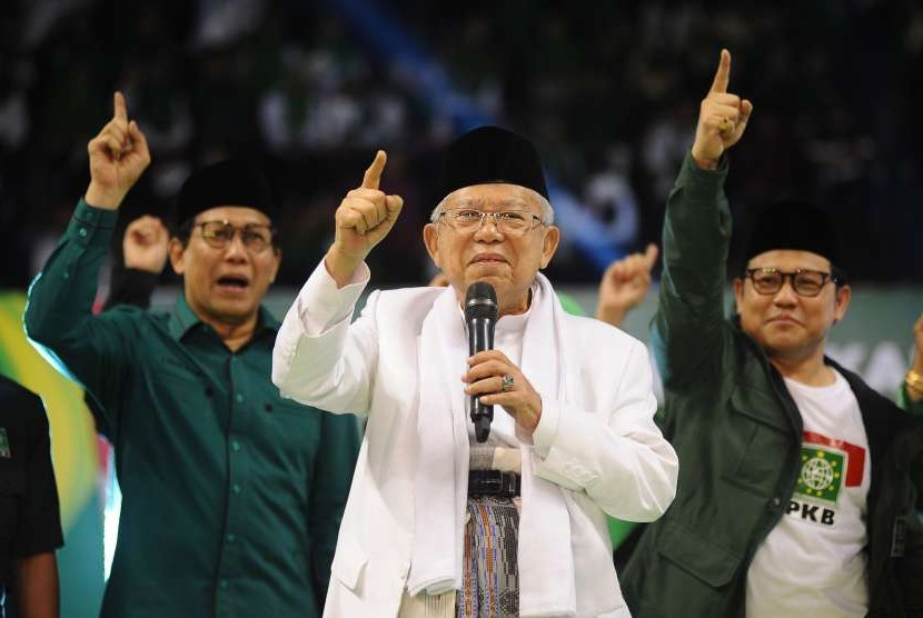 Vice presidential candidate number 01, KH Ma'ruf amin (center) attends consolidation of the National Awakening Party (PKB) cadres in Surabaya, East Java, Saturday (Sept 29).