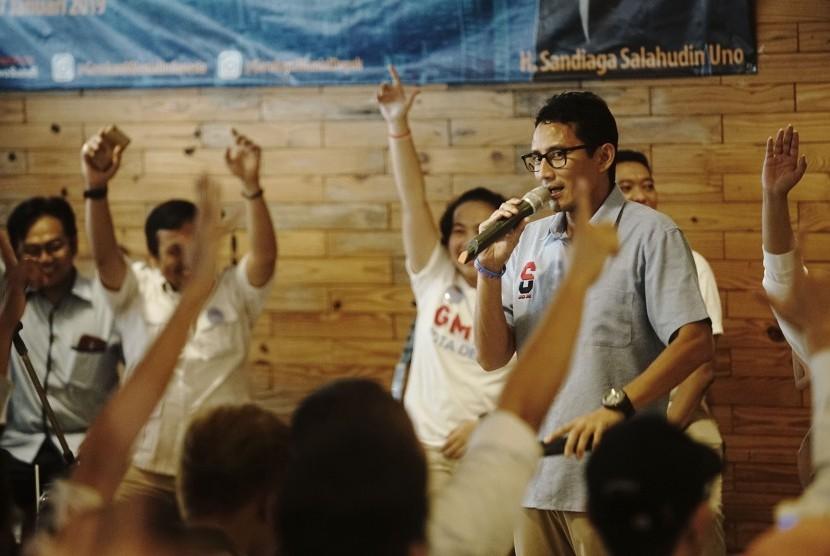 Calon Wakil Presiden nomor urut 02 Sandiaga Salahuddin Uno berbicara pada acara dialog dengan milneal Depok di Margonda, Depok, Jawa Barat, Senin (7/1/19).