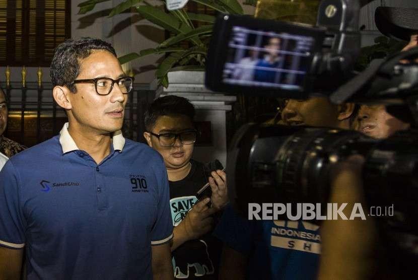 Calon Wakil Presiden Sandiaga Uno menjawab pertanyaan wartawan usai mengikuti pertemuan koalisi pengusung Prabowo-Sandi di rumah kediaman Capres Prabowo Subianto, di kawasan Jalan Kertanegara, Jakarta, Kamis (20/9).