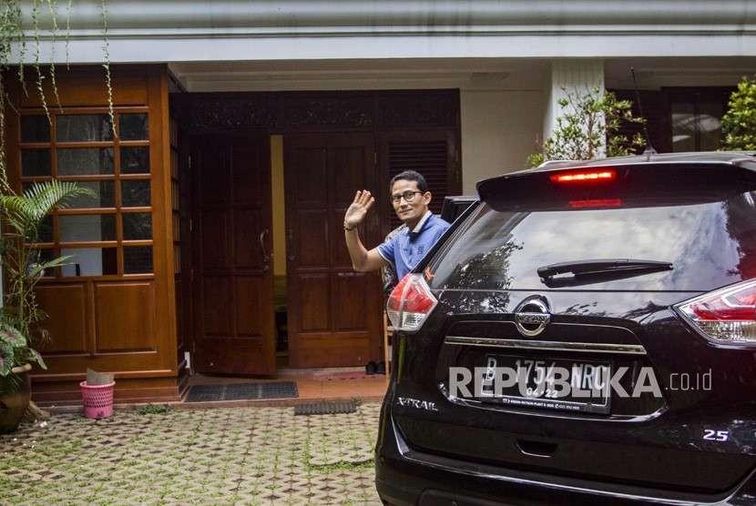 Calon Wakil Presiden Sandiaga Uno tiba di kediaman Capres Prabowo Subianto untuk mengikuti pertemuan koalisi pengusung Prabowo-Sandi, di kawasan Jalan Kertanegara, Jakarta, Kamis (20/9).