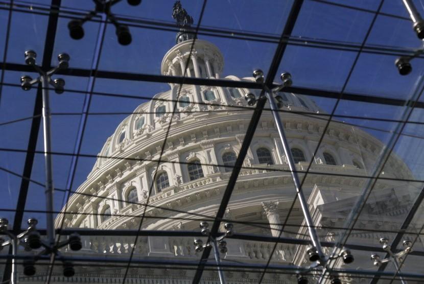 Capitol Dome difoto dari Capitol Visitors Center di Washington, Amerika Serikat. Shutdown yang dicanangkan pemerintah AS telah menimbulkan kekacauan. Ratusan ribu pegawai tidak tahu kapan akan digaji.
