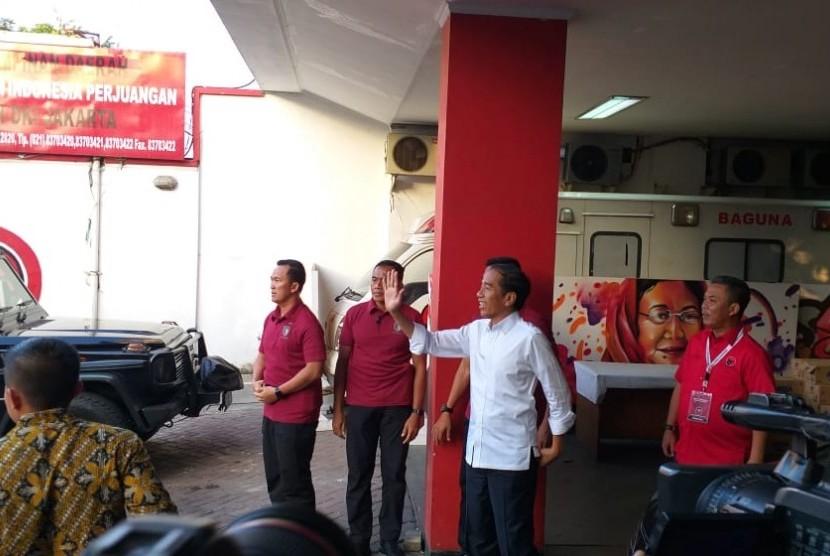 Capres 01 Jokowi bertemu dengan para caleg PDIP di Sekretariat DPD DKI Jakarta, Rabu (20/3).