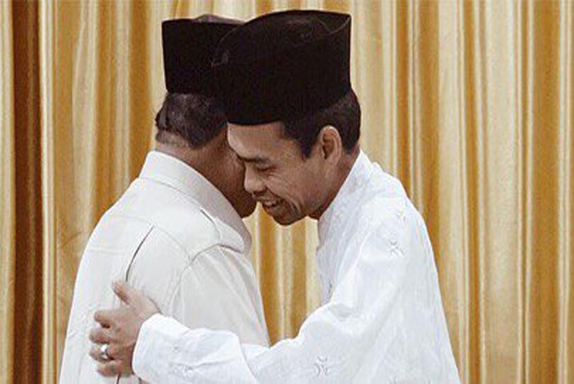 Capres nomor urut 02 Prabowo Subianto bertemu dengan Ustaz Abdul Somad (UAS). Dalam pertemuan tersebut,  UAS memberikan doa, nasihat dan hadiah berupa minyak wangi serta sebuah tasbih kesayangan UAS.