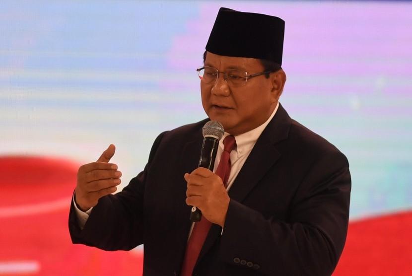 Capres nomor urut 02 Prabowo Subianto menyampaikan pendapatnya saat mengikuti debat capres 2019 putaran kedua di Hotel Sultan, Jakarta, Ahad (17/2/2019).