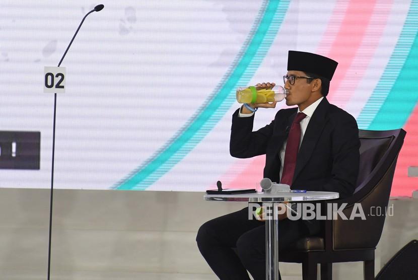 Cawapres nomor urut 02 Sandiaga Uno mengikuti Debat Capres Putaran Ketiga di Hotel Sultan, Jakarta, Ahad (17/3/2019).