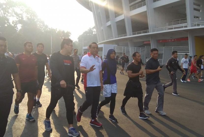 CdM Asian Games Komjen Pol Syafruddin melakukan olahraga pagi di Gelora Bung Karno, Ahad (15/4).