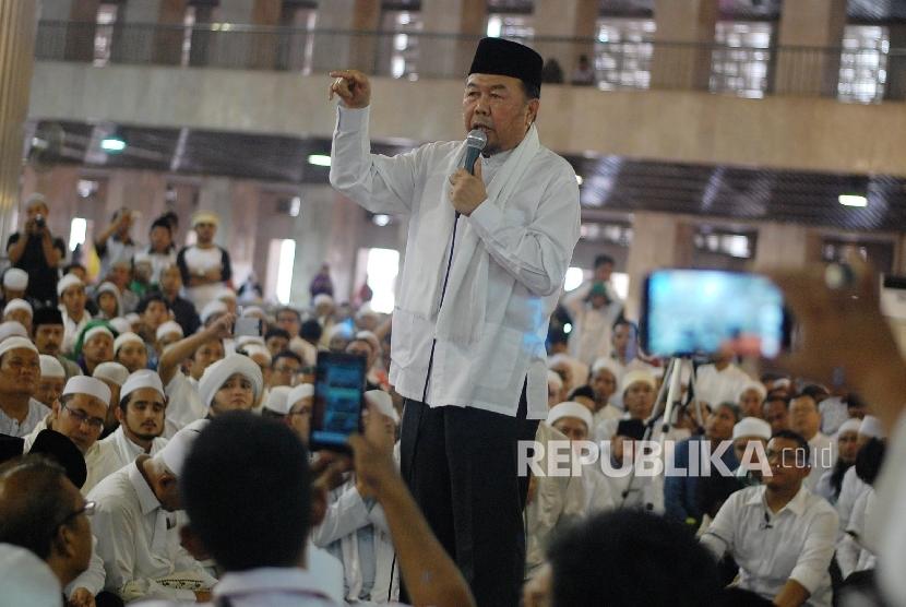 Cendekiawan Muslim Didin Hafidhudin memberikan tausyiah saat mengikuti silaturahmi akbar dengan tema  Doa untuk Kepemimpinan Ibukota di Masjid Istiqlal, Jakarta, Ahad (18/9). (Republika/ Raisan Al Farisi)