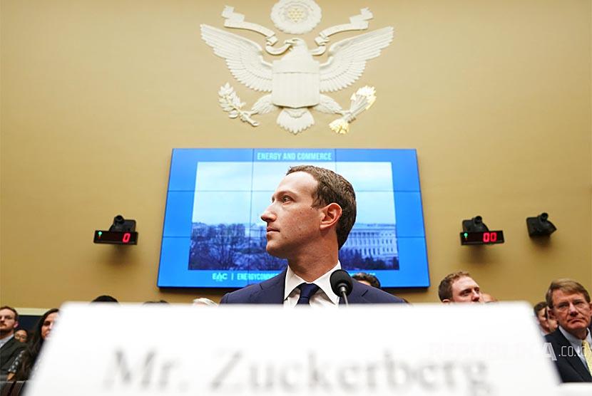 CEO Facebook Mark Zuckerberg tiba di Capitol Hill, Washington, Rabu (11/4), AS. Senat AS memanggil Zuckerberg atas kasus penggunaan data Facebook yang menyasar pemilih American pada pemilu 2016 dan privasi data.