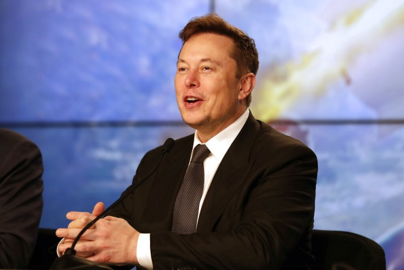 CEO Tesla Elon Musk mengungkapkan akan memproduksi mobil dengan inovasi baterai yang baru dan biaya yang lebih efisien.