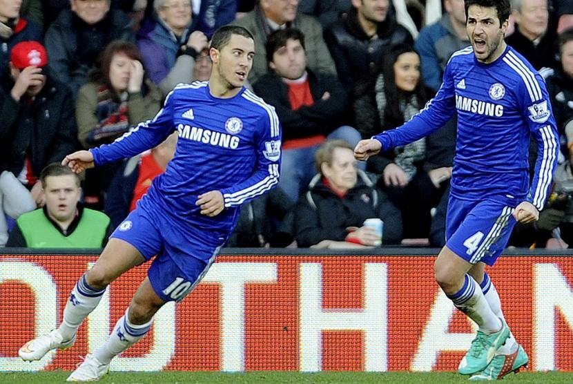 Cesc Fabregas (kanan) dan Eden Hazard.