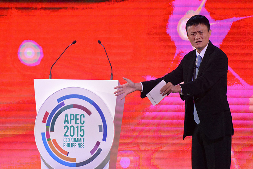 Chairman Alibaba Group Jack Ma berbicara tentang inovasi dan kekuatan berpikir pada Konferensi Tingkat Tinggi Kerja Sama Ekonomi Asia Pasifik (APEC) di Manila, Filipina, Rabu (18/11).