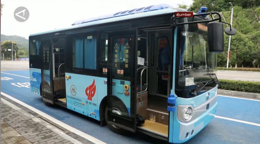 China mulai uji coba bus swakemudi pertamanya di kota Chongqing.