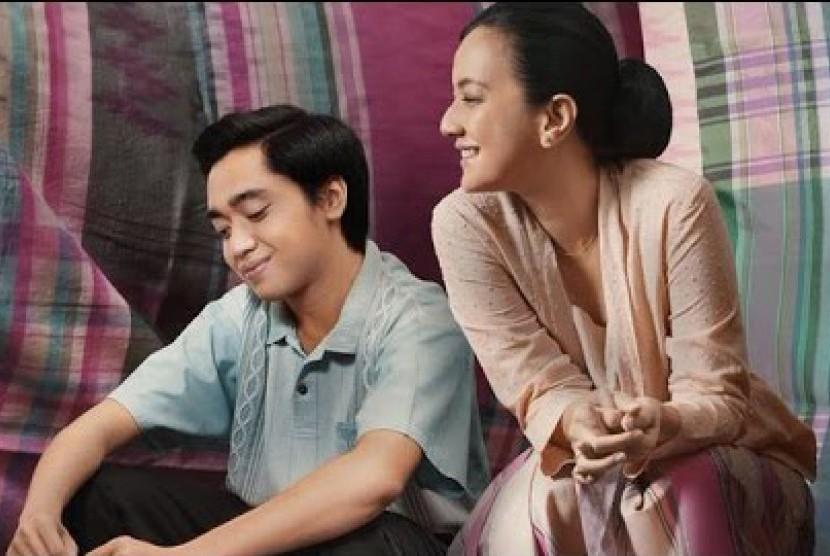 Christoffer Nelwan memerankan Jusuf Kalla dan Cut Mini memerankan Athirah, ibu Jusuf Kalla dalam film Athirah