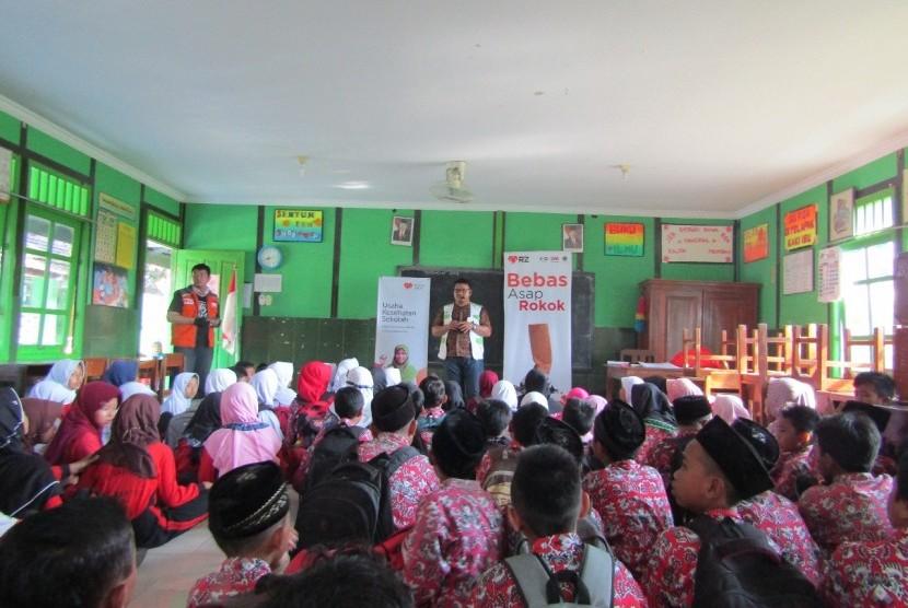 Cita Sehat bersama Rumah Zakat menggelar kegiatan penyuluhan kesehatan bertajuk 'Pelajar Bebas Asap Rokok'.