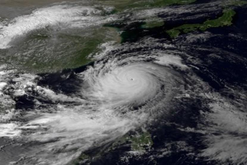 Citra Topan Usagi dilihat dari satelit