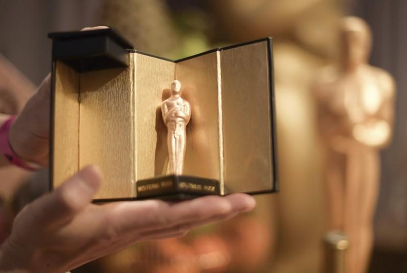 Cokelat berbentuk patung piala Oscar kreasi chef Wolfgang Puck.