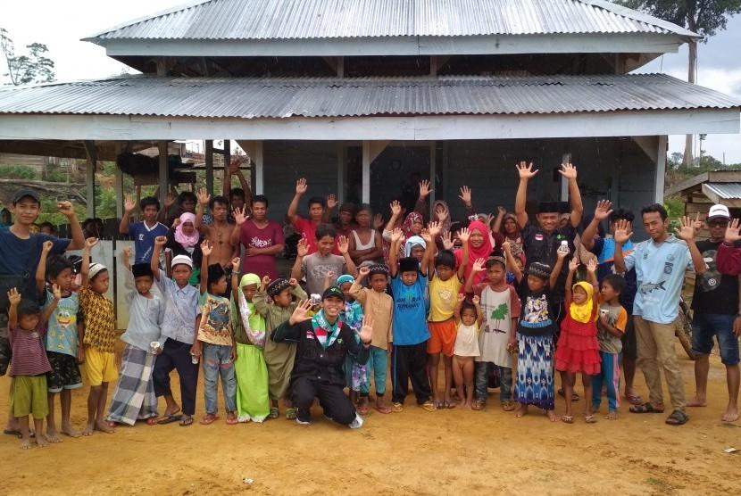 Corps Dai Dompet Dhuafa (Cordofa) dan Insan Madani mengunjungi  Suku Anak Dalam (SAD) di Desa Sungai Lingkar, Kecamatan Muaro Sebo Ulu, Kabupaten Batanghari, Jambi.